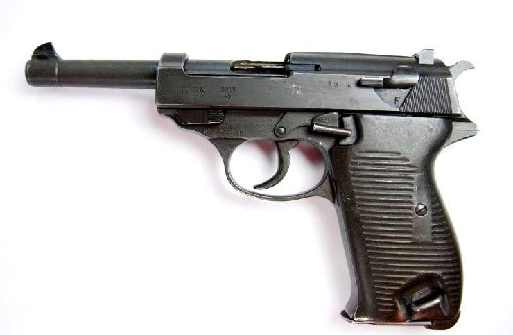 "Walther P38.- Código ""SVW 45"".- Guarnición francesa."
